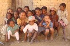 440xauto_photo_madagascar_groupe_enfants_ilena
